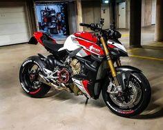 Triumph Motorcycles, Ducati Motorbike, Motorcross Bike, Moto Ducati, Moto Bike, Cool Motorcycles, Vintage Motorcycles, Custom Motorcycle Helmets, Cafe Racer Motorcycle