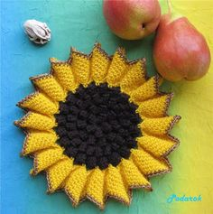 """This is a crochet diagram link (in Russian). Dear to the heart of the little things Podarok: Stand hot """"Sunflower"""". Potholder Patterns, Crochet Potholders, Crochet Doilies, Crochet Flowers, Knitting Patterns, Crochet Patterns, Crochet Kitchen, Crochet Home, Knit Crochet"""