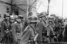 Norwegian volunteers of the Der Norske Legion prepare to march somewhere on the Eastern Front, 1942. The Legion was disbanded in March 1943. Relations between the Norwegians and the Germans had not been good — a problem common to most of the Legions fighting on the Eastern Front. Legionnaires returned to Norway with little good to say about the Germans, which caused the SS some difficulty when it tried to recruit Norwegians later in the war.