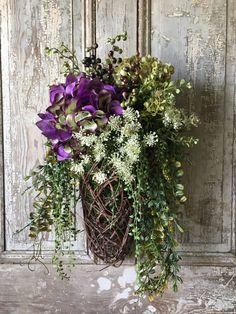 ideas basket flower arrangements diy front doors for 2019 Front Door Decor, Wreaths For Front Door, Door Wreaths, Front Doors, Grapevine Wreath, Basket Flower Arrangements, Floral Arrangements, Umbrella Wreath, Diy Spring Wreath