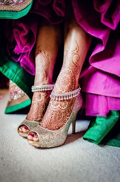 Bridal Mehndi is an incredible tradition where the bride have Henna Tattoos on both her hands and feet. The bride and groom's names are hidden in the Henna designs. There is no more beautiful way to celebrate love. Mehandi Designs, Bridal Mehndi Designs, Henna Tattoo Designs, Bridal Henna, Anklet Designs, Tattoo Ideas, Indian Wedding Photos, Heels, Hand Henna