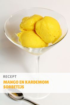 Mango en kardemom sorbetijs