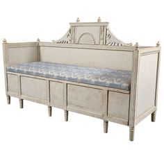 1stdibs.com | Swedish painted Gustavian style settee, 19th c.