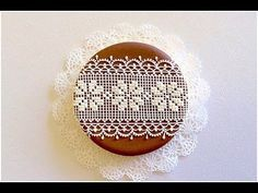 Lace Cookie Con My little bakery. Onesie Cookies, Lace Cookies, Flower Cookies, Heart Cookies, Cookie Bouquet, Gingerbread Icing, Gingerbread Decorations, Royal Icing Decorations, Gingerbread Houses