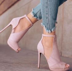 I love the light pink open toed look! Very chic! #pink #shoes #heels #opentoed