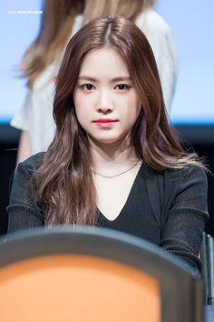 Namjoo Apink, Apink Naeun, South Korean Girls, Korean Girl Groups, Son Na Eun, Brave Girl, Grunge Girl, The Most Beautiful Girl, Asian Actors