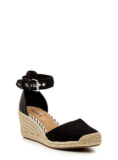 Sperry Top Sider at Simons An ultra feminine shoe, perfect to wear with pretty skirts and summer dresses Natural rope accents for a pure boho chic look Adjustable braided ankle strap with a belt closure Genuine leather insole Embossed non-skid rubber outer sole
