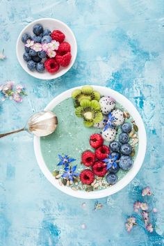 This mermaid smoothie bowl recipe is almost too pretty to eat! Packed with healthy ingredients and fresh fruit it is instagram-worthy and good for you.