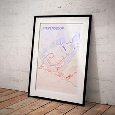 Moderne print van de Stevensloop halve marathon in Nijmegen! Personaliseer de print met jouw naam en finishtijd en hang 'm op in je woonkamer! Een stijlvol aandenken aan jouw prestatie! #Stevensloop #Nijmegen #halvemarathon #hardlopen #race #run #running #poster #print #design #interieur #stijl #style