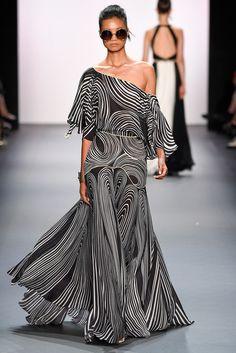 Jenny Packham Spring 2017 Ready-to-Wear Fashion Show Collection: See the complete Jenny Packham Spring 2017 Ready-to-Wear collection. Look 31 New York Fashion, Runway Fashion, High Fashion, Fashion Show, Fashion Tips, Fashion Design, Queer Fashion, Classy Fashion, Vogue Fashion