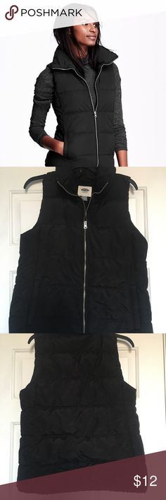 Old Navy Black Puffy Vest Medium In great condition. Size Medium, no rips or stains. Old Navy Jackets & Coats Vests