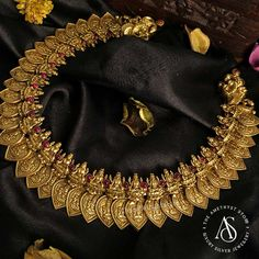 - Necklaces - The Amethyst Silver Jewels Gold Temple Jewellery, Silver Jewellery Indian, Gold Jewelry, Silver Necklaces, Green Necklace, Necklace Set, Gold Necklace, Jewellery Designs, Antique Necklace