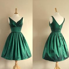 Junior Green Short V-neck Empire A-line Knee-length Prom/Party/Homecoming Dresses