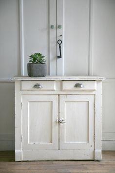 relooking d 39 un vaisselier breton en buffet meuble tv meuble apr s vous avez relook un. Black Bedroom Furniture Sets. Home Design Ideas