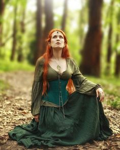 Elven Forest — The Hollow Crown TV series - princess/queen. Medieval Witch, Medieval Peasant, Medieval Costume, Medieval Dress, Medieval Clothing, Wicca, Elf Clothes, Witch Outfit, Fantasy Photography