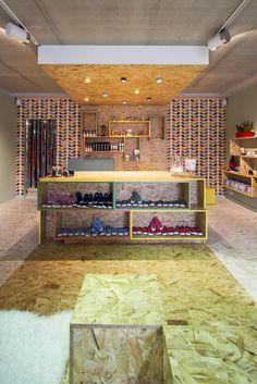 CEZAR SHOE STORE | concept & interiordesign by DETAIL | DARK Prolicht…
