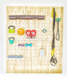 Using the Thinkterior myWall system to create a home gym Diy Home Gym, Gym Room At Home, Home Gym Decor, Workout Room Decor, Workout Room Home, Workout Rooms, Peg Board Walls, Peg Boards, Craft Room Storage