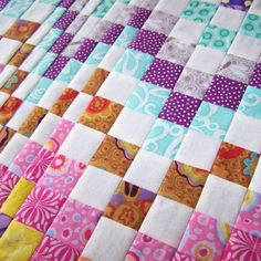 How to do Big Stitch Hand Quilting with Perle Cotton tutorial Quilt Border, Quilt Top, Hand Quilting Designs, Quilting Ideas, Quilting Board, Embroidery Designs, Solar System Crafts, Bargello Quilts, Scrappy Quilts