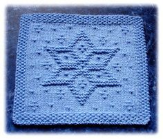 Ravelry: Snowflake Star Dishcloth pattern by Rachel van Schie Knitted Dishcloth Patterns Free, Knitting Squares, Knitted Washcloths, Crochet Dishcloths, Loom Knitting, Knitting Patterns Free, Knit Patterns, Baby Knitting, Knitting Projects