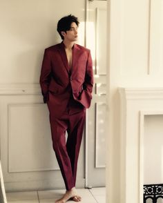 Korean Fashion – How to Dress up Korean Style – Designer Fashion Tips Hot Korean Guys, Korean Men, Asian Boys, Asian Men, Asian Actors, Korean Actors, Sung Hoon My Secret Romance, Yoo Seung Ho, Red Suit