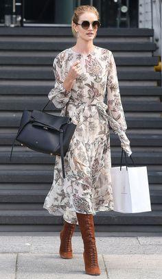 Vinterklänningar för Damer 2019 Affordable versions of the wardrobe staple that are both warm and stylish. Midi Dress Outfit, Boho Dress, Maxi Dresses, Floral Dress Outfits, Floral Midi Dress, Casual Dresses, Mode Chic, Mode Style, Mode Outfits