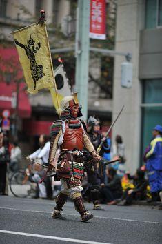 Samurai Warriors #tokyobling #fotografia #samurai #giappone Samurai Weapons, Samurai Armor, Arm Armor, Samurai Helmet, Samurai Warriors 2, Anniversary Boyfriend, Boyfriend Birthday, Anniversary Gifts, Matsuri Festival