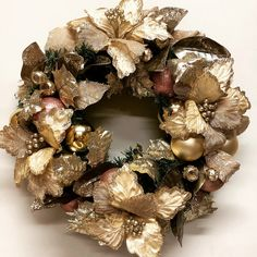 Natural wreath with burlap poinsettia and rose gold baubles. How To Make Wreaths, Poinsettia, Ornament Wreath, Burlap Wreath, Christmas Wreaths, Christmas Swags, Holiday Burlap Wreath, Christmas Garlands, Burlap Garland