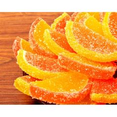 Top tarts and other desserts with candied lemon slices, also shown here with can. - A A Süßspeisen / Sweet Dishes - Lemon Candied Orange Slices, Candied Lemon Peel, Dried Orange Slices, Candied Lemons, Dried Oranges, Candied Fruit, Peach Slices, Oranges And Lemons, Baked Peach