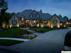 Подсветка дома, в результате красивый освещеный дом