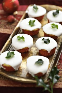 Christmas cupcakes decorated with holly via @Candice Sciantarelli Mag