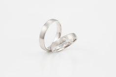 Edler und schlichter Trauring aus dem trauringwerk.com #wedding #gold #goldsmith #handmade #vaihingenenz #brillant #ring