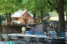 Bei schönem Wetter ist unser Biergarten ganzjährig geöffnet.In den Sommermonaten ist jeden Freitag das BBQ bei Kerzenschein ein Highlight!