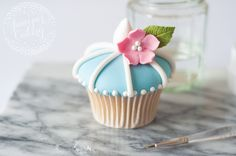 These gorgeous birdcage cupcakes would make perfect bridal shower or wedding day sweets. The best part is, they're surprisingly easy to make. Just follow along with this simple step-by-step tutorial to learn how.