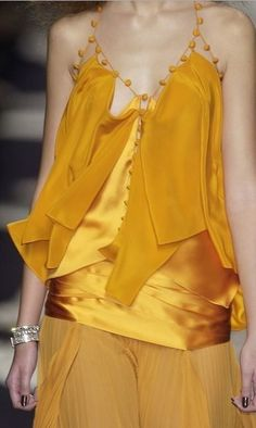 Yellow gold haute couture dress, by Yves Saint Laurent. Couture Fashion, Runway Fashion, High Fashion, Womens Fashion, Fashion Trends, Gothic Fashion, Yves Saint Laurent, Looks Style, Style Me