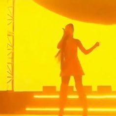 Ariana Grande Singing, Ariana Grande Meme, Ariana Grande Photos, My Emotions, Feelings, Lost Pictures, Ariana Video, Cat Valentine, Queen