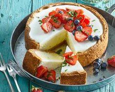 RECEPT DNE: Pravý americký cheesecake s jahodami a bazalkou