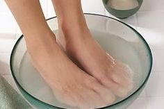 DIY Cracked Heels Remedies ~ Mother Natures Goodies: How To . Make a Foot Soak for Dry Cracked Feet Listerine, Diy Beauty, Beauty Hacks, Foot Soak Vinegar, Dry Cracked Feet, Toe Fungus, Nail Fungus, Foot Remedies, Health Remedies