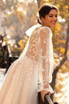 Fancy Wedding Dresses, Backless Wedding, Bridal Dresses, Wedding Gowns, Bride Hair Accessories, Timeless Wedding, Marie, Puff Sleeves, Dress Wedding