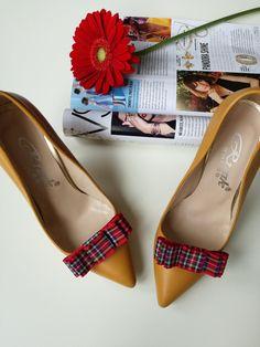 Broche Boutique - colecția de accesorii pentru pantofi, concepute pentru a adapta aspectul pantofilor la estetica și cromatica ținutei. Toate modelele sunt realizate manual.  Pentru mai multe detalii, răspundem cu drag în privat la orice întrebare.