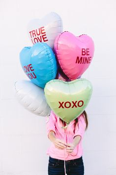 DIY Conversation Heart Balloons - great Valentine's Day Prop