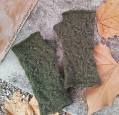 Free knitting pattern: Four Strands Cable Mitts