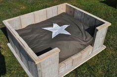 Wood / pallet, dog bed