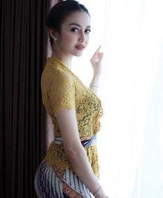 Myanmar Traditional Dress, Traditional Dresses, Cute Asian Girls, Beautiful Asian Girls, Bali Girls, Sexy Ebony Girls, Stylish Girl Images, Indian Celebrities, Beauty Full Girl