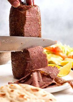 Carving homemade Doner Kebab Meat - oven or rotisserie Kebab Meat, Gyro Meat, Kebab Recipes, Lamb Recipes, Shawarma, Serious Eats, Chicken Doner, Recipe Tin, Gyro Recipe