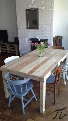 If you ask me then what could be the superb wood pallet furniture projects, I would say to me each wooden pallet recycling project is superb. Pallet Table Diy, Diy Table, Wood Pallets, Home Decor, Diy Pallet Furniture, Furniture Projects, Pallet Dining Table, Furniture Design, Wood Dining Room Table