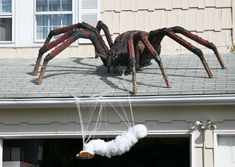 halloween prop spider and victim.I so want this for next halloween Halloween Outside, Happy Halloween, Fröhliches Halloween, Adornos Halloween, Scary Halloween Decorations, Halloween Disfraces, Holidays Halloween, Halloween Yard Ideas, Halloween Designs