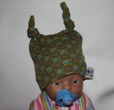 Mützen - gefütterte Babymütze Retro - ein Designerstück von byGretchen bei DaWanda Das Mützchen ist aus einem weichen elastischen Baumwolljersey genäht und mit einem kuschelweichem Nickistoff gefüttert, so ist das Köpfchen von deinem Baby schön warm eingepackt