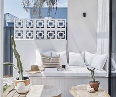 A budget-savvy couple channel Palm Springs vibes and build a home by the sea in northern NSW. Architecture Courtyard, Modern Courtyard, Palm Springs Houses, Palm Springs Style, Pool House Decor, Breeze Block Wall, Desert Homes, Balcony Design, Succulent Planters