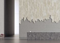 Acoustic wall tiles: 2 material covered walls The Plank is full of possibilities – simple to design, easy to assemble! Lobby Design, Design Entrée, Design Ideas, Interior Walls, Modern Interior, Acoustic Wall Panels, Tile Covers, Wall Finishes, Sound Proofing