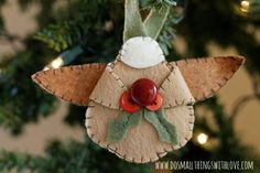 Felt Angel Ornament with free template.  A great baby's first Christmas ornament.  #HolidayIdeaExchange #dosmallthingswithlove